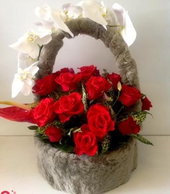 Giỏ hồng đỏ