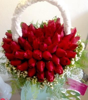 Giỏ hoa hồng đẹp hình trái tim