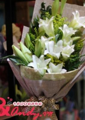 Bó hoa loa kèn trắng – Dịu dàng