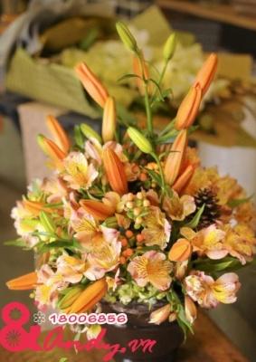 Bình hoa màu vàng cam