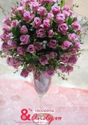 99 bông hoa hồng tím