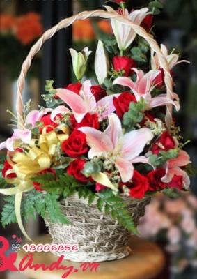 Giỏ hoa Hồng đỏ và Ly – Tặng bạn