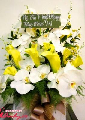 Hộp hoa tông màu trắng vàng