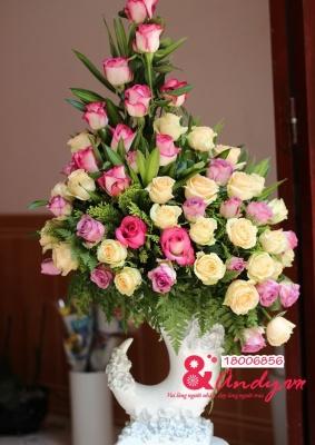 Bình hoa hồng ngà voi