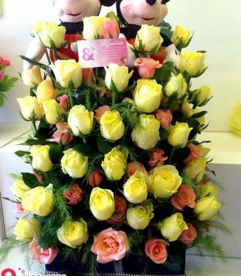 Hộp hoa hồng và chuột micky đáng yêu